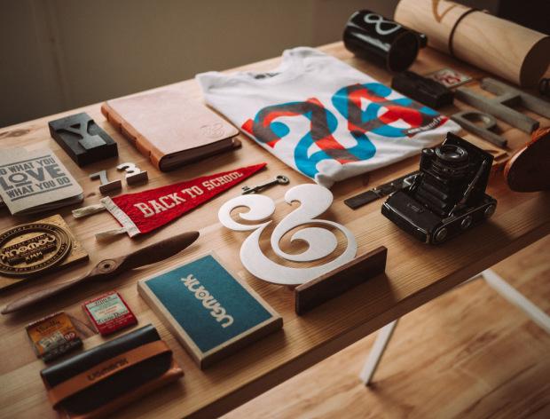 Tonton-Video-Proses-Penghasilan-Logo-Oleh-Aaron-Draplin